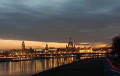 Altstadt Dresden am Abend (Veit Schagow) Tags: dresden skyline dresdenskyline altstadt city elbe albis labe fluss river lichter light himmel sky elbufer königsufer