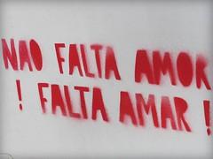amor / amar (YOUGUIE) Tags: lisboa lisbonne portugal streetart stencil pochoir amor amar message