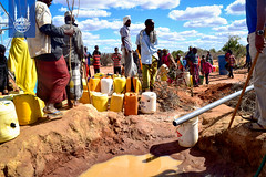 2017_Kenya Famine__RS71934_Residents queue to fetch water_1.jpg