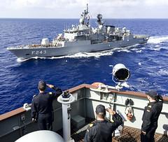 Saludo a fragata turca Yildirim (Armada Espaola) Tags: turquia cantabria yildirim fragata a15 snmg2 activeendeavour
