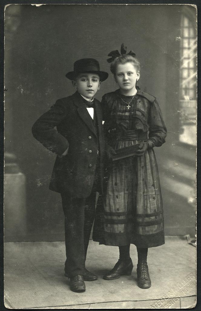 Archiv C056 Mädchen  Und Jungen Konfirmationskleidung, 1910er (Hans Michael  Tappen)