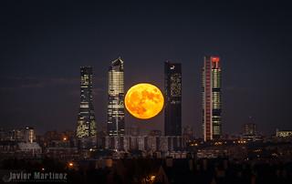 Luna llena 27 Octubre 2015 Cuatro Torres Madrid
