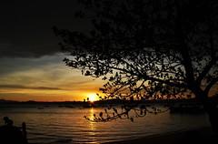 hora de brincar (Ruby Ferreira ®) Tags: sunset bay silhouettes childrens baía silhuetas floripasc