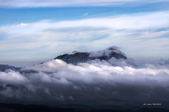 Anboto entre nubes (Jabi Artaraz) Tags: jabiartaraz jartaraz zb euskoflickr anboto lainoa nubes