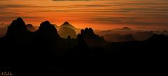 Coucher a Tam . (Malikraoulda) Tags: coucher de soleil montagne sahara hoggar splendeur couchant