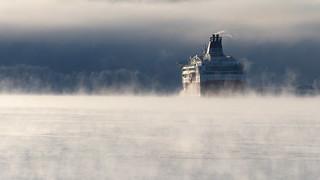 Helsinki - Tallinn cruiseferry in sea smoke at -20°C (Helsinki, 20170106)