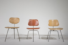 The World of Charles and Ray Eames - PART1 (Z33 House for Contemporary Art) Tags: theworldofcharlesandrayeames charleseames raykaiser eames cmine z33 2017 kristofvrancken stadgenk expo exhibition tentoonstelling design woodfurniture houtenmeubels stoelen chair