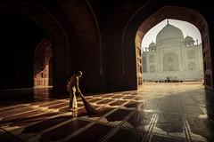 Swachh Bharat - Agra, India (Kartik Kumar S) Tags: tajmahal taj mahal agra uttarpradesh india morning light sunrise cleaning broom canon 600d tokina 1116mm wide