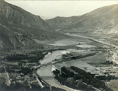 P1.CO2.054 (American Alpine Club Photo Library) Tags: glenwoodsprings rivers glenwoodcanyon railroad coloradoriver settlements