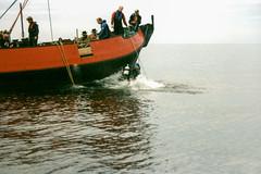 Voorpostenboot Vp 1110 'Hermann Hinrich' - berging kanon - 1996 (Dirk Bruin) Tags: vlieland terschelling duikteam noordkaap ecuador ursus berging kanon vp1110 vp 1110 hermann hinrich kriegsmarine konvooi convoy salvage diving wrakduiken wreckdiving noordzee northsea texel eierland 8 8cmkanongunubootskanoneuboatgunflaktrawler