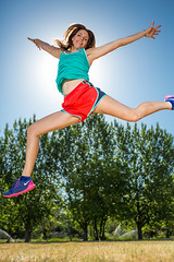 Sun block (Flickr_Rick) Tags: summer woman girl outside athletic jump jumping jamie jumpology