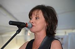 Singer Dee Reilly