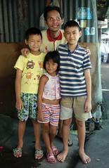 children with uncle (the foreign photographer - ฝรั่งถ่) Tags: portraits children thailand eyes bangkok uncle sony bulging khlong bangkhen thanon rx100 dscaug222015sony