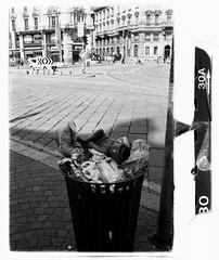 Il pugile si è arreso (SamueleGhilardi) Tags: road street italy milan film canon italia kodak milano bn iso 400 ae boxe boxeur pugilato guantone