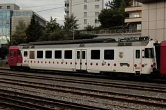 TPF Transports publics fribourgeois Normalspur Triebwagen RBDe 567 172 - 2 mit Taufname Vully ( Pendel - Pendelzug -.Baujahr 1983 ) am Bahnhof Freiburg - Fribourg im Kanton Freiburg der Schweiz (chrchr_75) Tags: chriguhurnibluemailch christoph hurni chrigu chriguhurni chrchr chrchr75 albumzzz201509september september 2015 albumbahnenderschweiz2015712 eisenbahn bahn schweizer bahnen tpf transports publics fribourgeois freiburgische verkehrsbetriebe albumtpftransportspublicsfribourgeois gfm albumbahnenderschweiz zug train juna zoug trainen tog tren  lokomotive  locomotora lok lokomotiv locomotief locomotiva locomotive railway rautatie chemin de fer ferrovia  spoorweg  centralstation ferroviaria