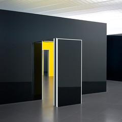 La chambre jaune (Clydomatic) Tags: jaune noir reflet porte danielburen échos centrepompidoumetz