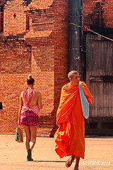 Two Worlds. (ol'pete) Tags: thailand buddhist monk chiangmai 2015    thapaegate earthasia   chiangmai2015