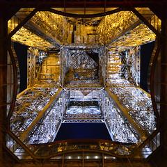 La tour Eiffel illuminée en bleu blanc rouge : l'envers du décor