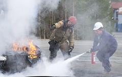 Prvde slukking av bilbrann (If Skadeforsikring) Tags: brann omif