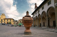 L' IMPRUNETA, il paese del cotto   _0460 (Chris Maroulakis) Tags: toscana firenze impruneta piazza garibaldi orcio gigante zar nikon d7000 chris maroulakis 2016 tuscany pottery cotto