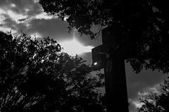 IMG_6155 (Vincent Zanicheli) Tags: cruz pedra cemitério dia diferente tudo depende do seu olhar pirassununga brasil interior são paulo céu preto branco