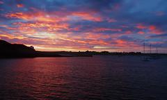 Couché de soleil sur l'île d'Houat en Bretagne (morganelafond) Tags: bretagne france sunset soleil rose mer sea extérieur ciel nuage paysage rivage littoral océan coucher