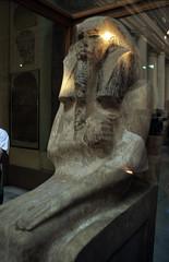 Ägypten 1999 (606) Kairo: Djoser-Sitzstatue, Ägyptisches Museum (Rüdiger Stehn) Tags: afrika ägypten egypt nordafrika bauwerk historischesbauwerk museum kairo ägyptischesmuseum profanbau alqahira 1999 urlaub dia analogfilm scan slide 1990er 1990s diapositivfilm analog kleinbild kbfilm 35mm canoscan8800f miṣr nordägypten stadtzentrum misr unterägypten addiltā reise reisefoto ausstellungsstück exponat canoneos500n القاهرة مصر archäologie statue djoserstatue saqqāra saqqara saʾʾāra سقارة innenaufnahme gebäude canoneos550n