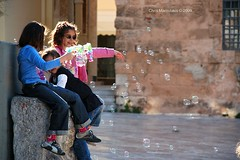 Bubbles_0105 (Chris Maroulakis) Tags: peloponnese nafplion kids bubbles nikon d50 chris maroulakis 2009