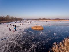 Schaatsen op Ankeveen (Gooi en Eemland van Boven) Tags: phantom4 drone bergsepad naturalice natuurijs iceskating schaatsen ankeveen nederland netherlands
