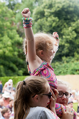 2015_CarolynWhite_Friday (61) (Larmer Tree) Tags: day child audience friday 2015 handsintheair mainlawn carolynwhite