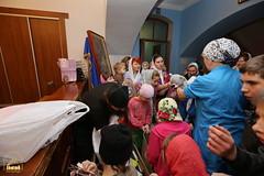 15. Humanitarian assistance for refugees at Svyatogorsk Lavra / Раздача гуманитарной помощи беженцам Лавры
