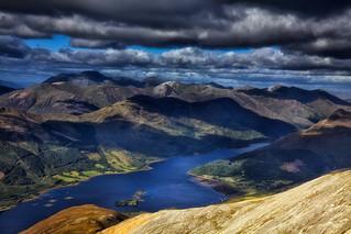 Dunkle Wolken über den Highlands