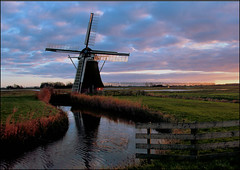 Meervogel (TeunisHaveman) Tags: molen zonsondergang groningslandschap hoeksmeer meervogel dutchlight hollandslicht light licht netherlands nederland sky lucht landschap landscape buiten outdoor dutchlandscape dutchsky reflecties water reflections mill dutchmill