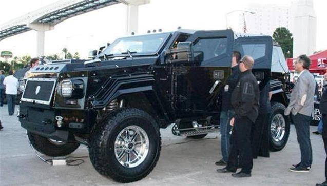 打車油真的會打窮你,這輛非凡車加一箱油竟要2000元!? 看看騎士十五世秒殺悍馬