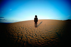 fermé (LOVEducation) Tags: japan tottori sakyu sanddune selfportrait voigtlander 15mm superwideheliar swh skynovella close open 2014 autumn