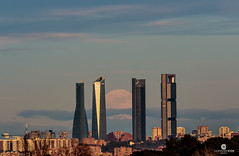 First 2017's full moon fights against the pollution to illuminate the skyline (Madrid, Spain) (Juan María Coy) Tags: supermoon fullmoon moon luna lunallena madrid turismomadrid españa spain tower torre architecture arquitectura cuatrotorres torrecepsa torreespacio torrepwc torrecristal skycraper rascacielos nubes clouds sunset atardecer dusk ocaso cielo sky canon7dmarkii canon canonef70200 canonef70200mmf28lisiiusm silueta