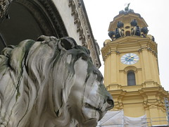 Germany - Bavaria - Munich - Theatinerkirche and lion at Feldherrnhalle (JulesFoto) Tags: germany bavaria munich münchen church theatinerkirche
