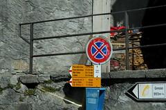 Wegweiser Gresso ( TI - 994 m - Standorttafel Tessiner Wanderwege ) im Dorf Gresso im Valle di Vergeletto - Vergelettotal im Kanton Tessin - Ticino der Schweiz (chrchr_75) Tags: albumzzz201703märz märz 2017 hurni christoph hurni170302 kantontessin tessin südschweiz schweiz suisse switzerland svizzera suissa swiss chrchr chrchr75 chrigu chriguhurni wegweiser standorttafel kanton