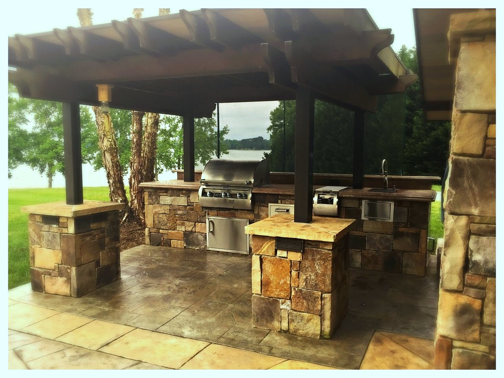 Custom Outdoor Kitchen, Fire Magic E660, double side burner, paper towel holder sink and storage. Harrison, Tn.