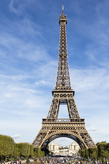 Tour Eiffel: Blue Skies (rafa.esteve) Tags: paris tower architecture eiffel