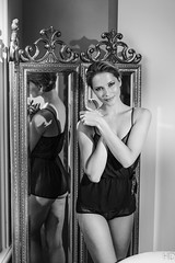 08 augustus 2015 - 003 (Hans Dethmers) Tags: bathroom model glamour legs boudoir vrouw damienlovegrove rosalindekikstra