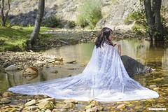 La dama del ro (Chus Blazquez) Tags: naturaleza water ro river stones lace capa campo cape piedras encaje lahiruela