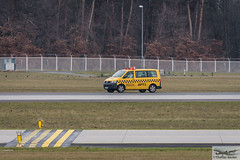 Airport Duty Management APT3 (711262) (Thomas Becker) Tags: vw plane germany airplane geotagged deutschland check airport nikon raw hessen northwest frankfurt aircraft duty aeroporto management gps flughafen aviao nikkor flugzeug aeroport aeropuerto runway  aereo spotting fra volkwagen avion t6 dx apt3 vliegtuig fraport rheinmain aeroplano landebahn eddf samolot aerotagged nordwest  aviationphoto 80400g nordwestlandebahn d7200 151121 geo:lat=500403581 geo:lon=85224301