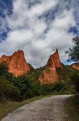 Las Mdulas (JBnauta) Tags: sky rock clouds paisaje cielo nubes monte naranja aire libre roca acantilado medulas serenidad