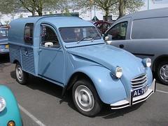 82_G (azu250) Tags: classic car utrecht citroen meeting hal beurs veemarkt citromobile treffenrecontre veemakthallen