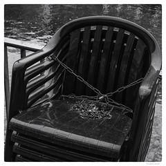 365/366 black white day (wideness) Tags: schwarzweiss entwicklung 3662016 366the2016edition 366dayproject 40mm square ef40mmf28stm chair blackandwhite canoneos6d blackwhiteday eos canon winter break lock