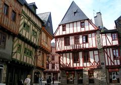 1 217 (marinetteromico) Tags: maisons colombages couleurs bois peintures toit ardoises vannes bretagne