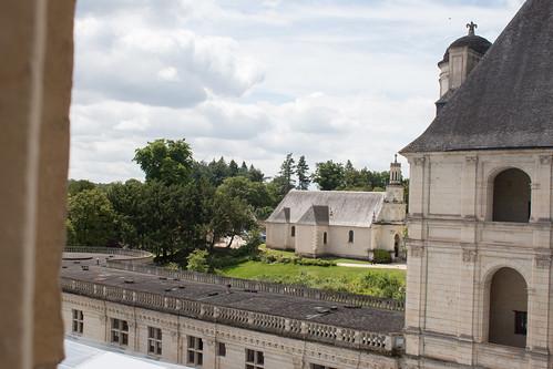 Vue sur l'église de Chambord depuis le Château
