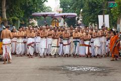 Parthasarathi Oorvalam, Purattasi, Triplicane, Chennai (ShivRamky) Tags: street india god prayer madras hindu chennai tamilnadu priests parthasarathi triplicane thiruvallikeni purattasi shivramky thirivallucani