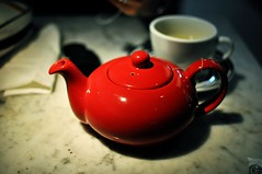 Hot tea at The Pizza Express (Azchael) Tags: china hongkong airport asia tea teapot hkia hongkonginternationalairport redpot thepizzaexpress onourwaytogermany